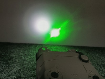 Green laser+White Light (Black PEQ15)